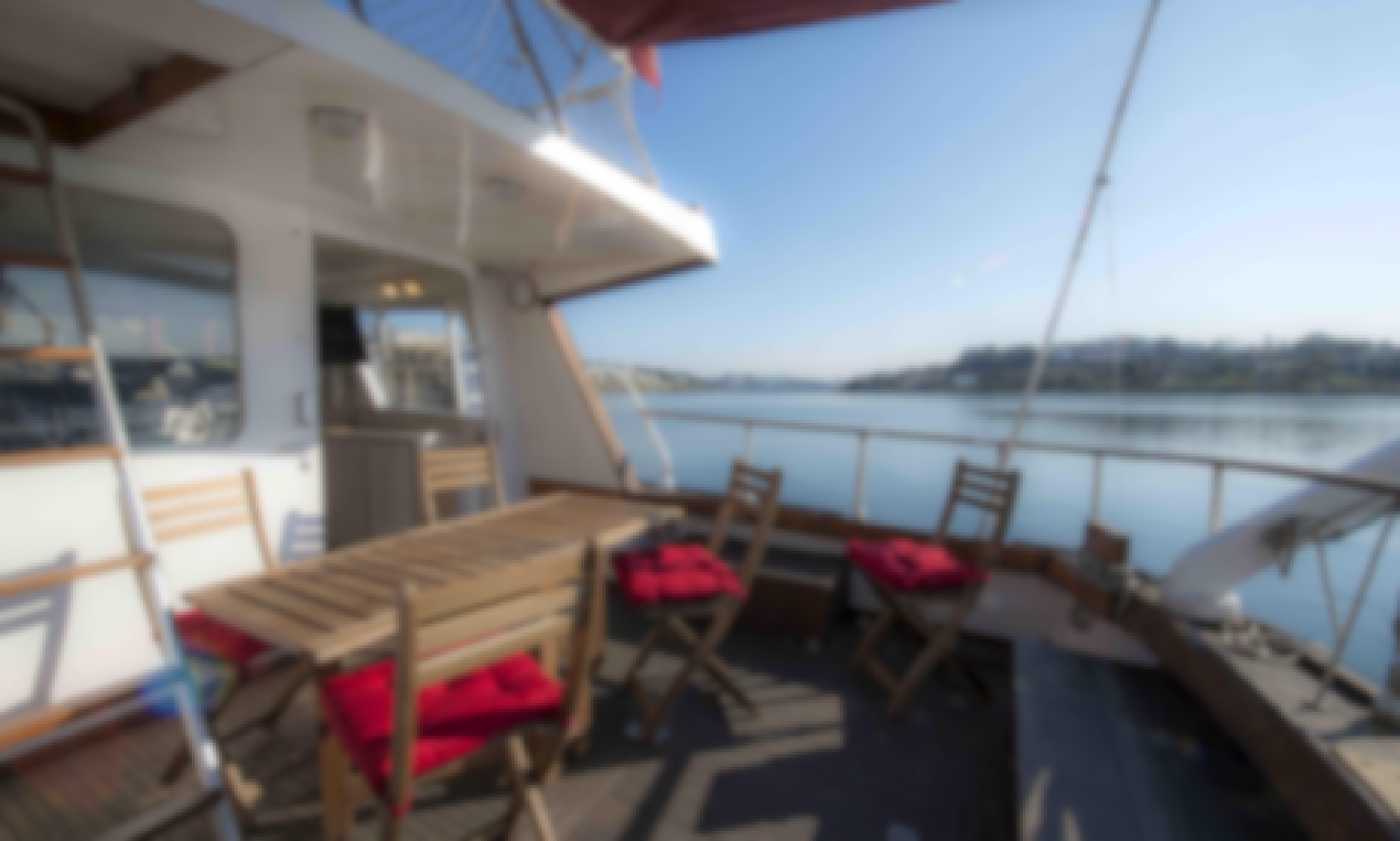 Oporto: Aresa 15E Motor Yacht for Charter in Porto, Portugal