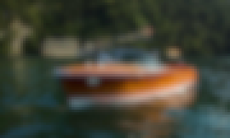 19' Riva Super Florida Wooden Boat Rental in Laglio, Lombardia