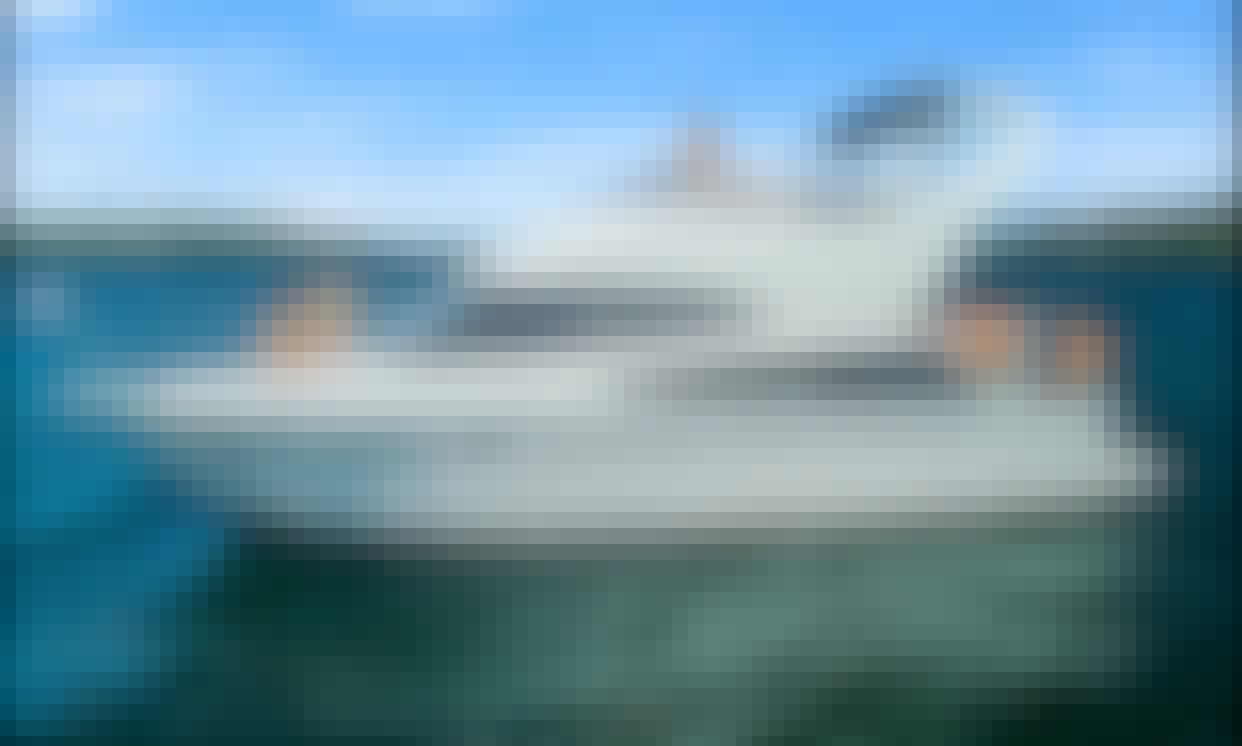 38' Luxury Carver Yacht in Seattle!