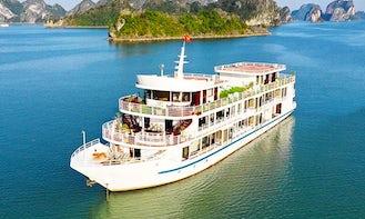 3 Days 2 Nights Luxury Cruise onboard 4.5 Star Sapphire Cruise Junk Boat in Vietnam!