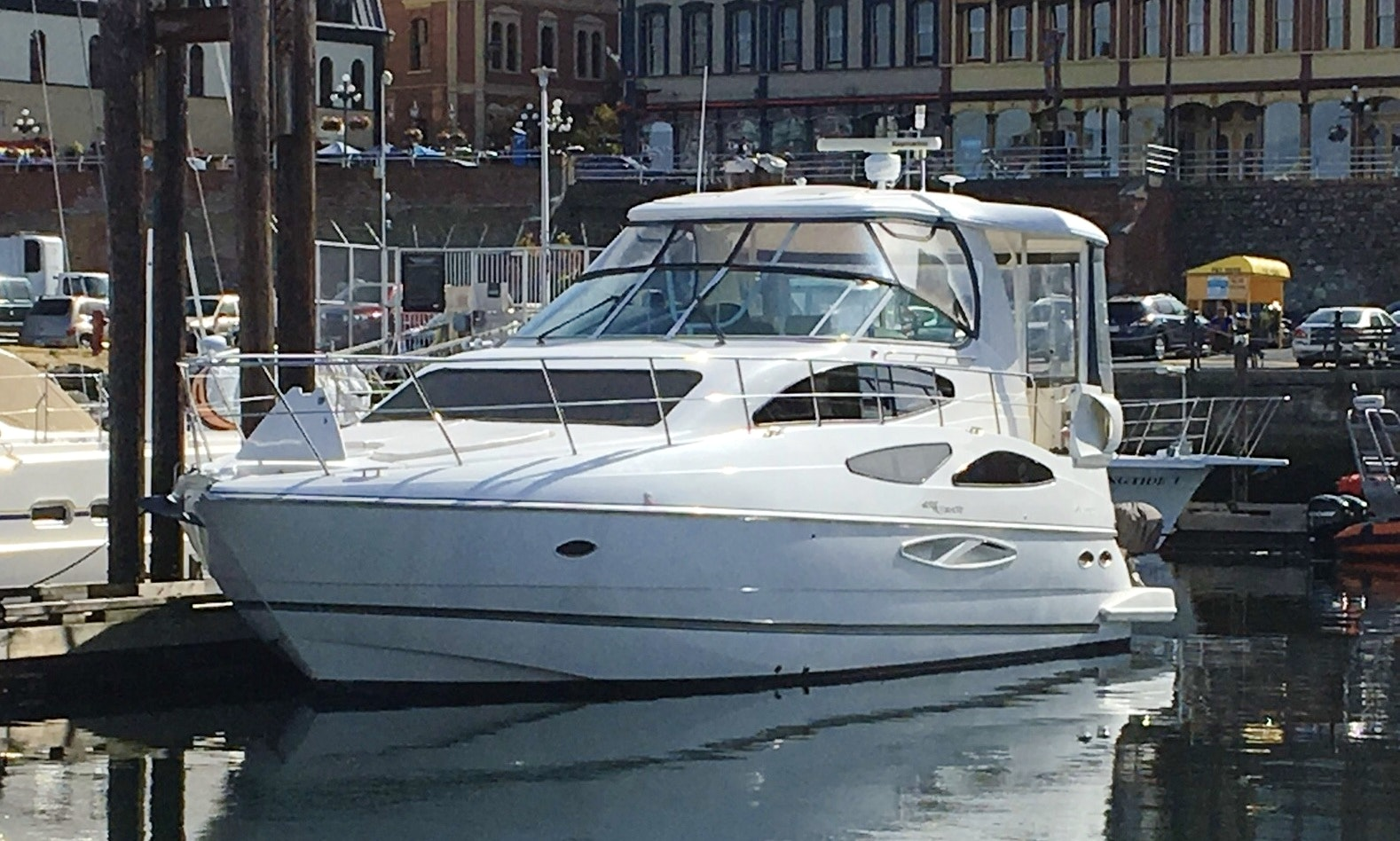 Charter 45' Power AFT Cabin Cruiser for 14 Person in Seattle