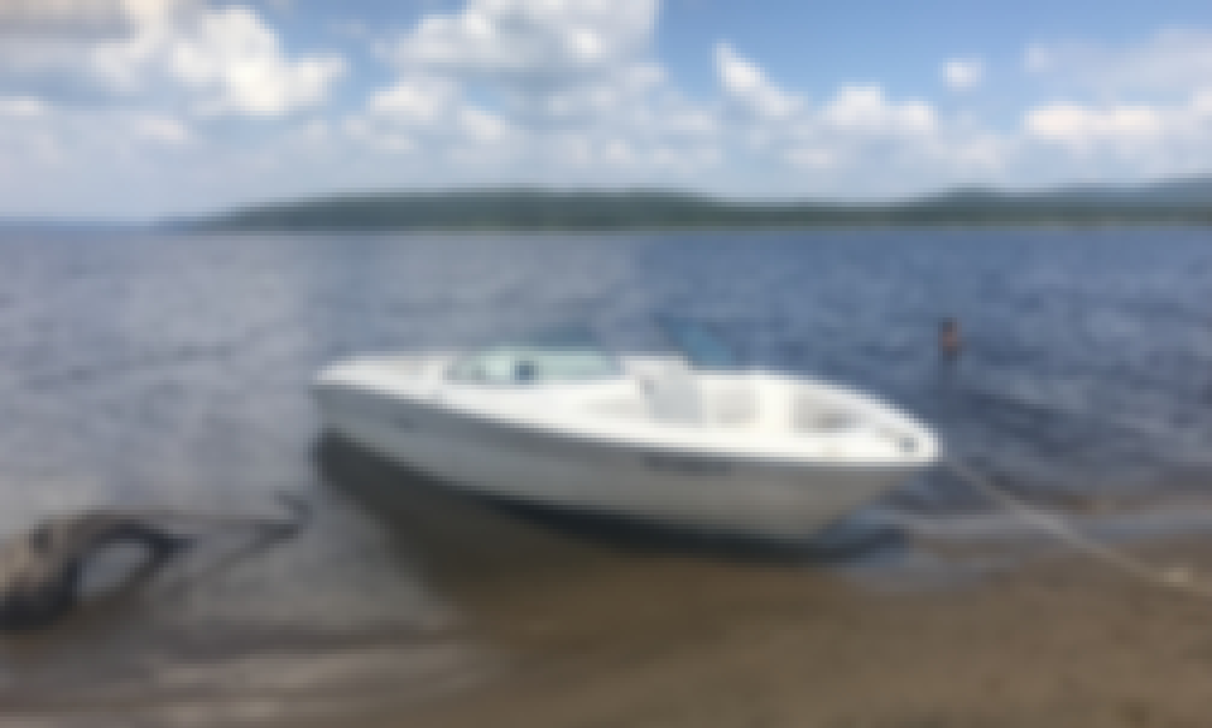 20 ft Sea-ray Boat Rental for 6 People in Montreal, Canada