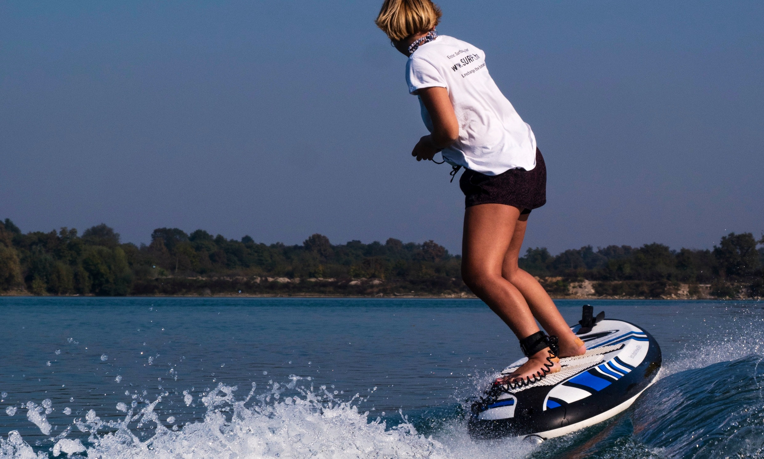 Electric surfboard for rent in Trogir, Croatia (SURFER_hr by