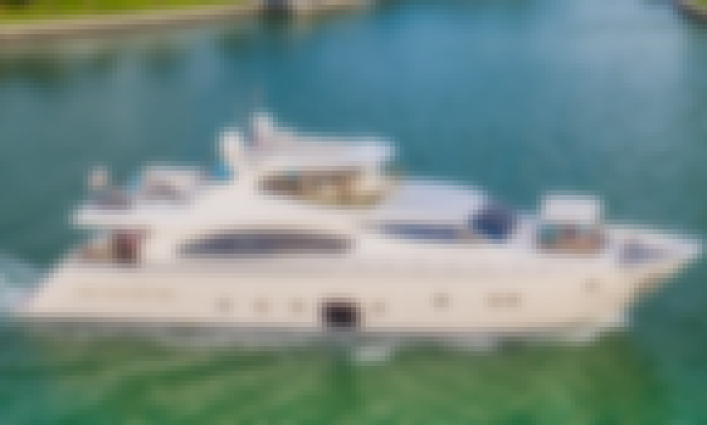 88 ft Ferretti Mega Yacht Charter for 10 People in Miami, Florida