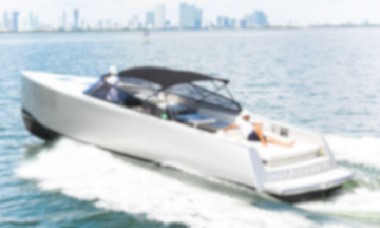 40' VanDutch Motor Yacht - Seats 12 People in Miami