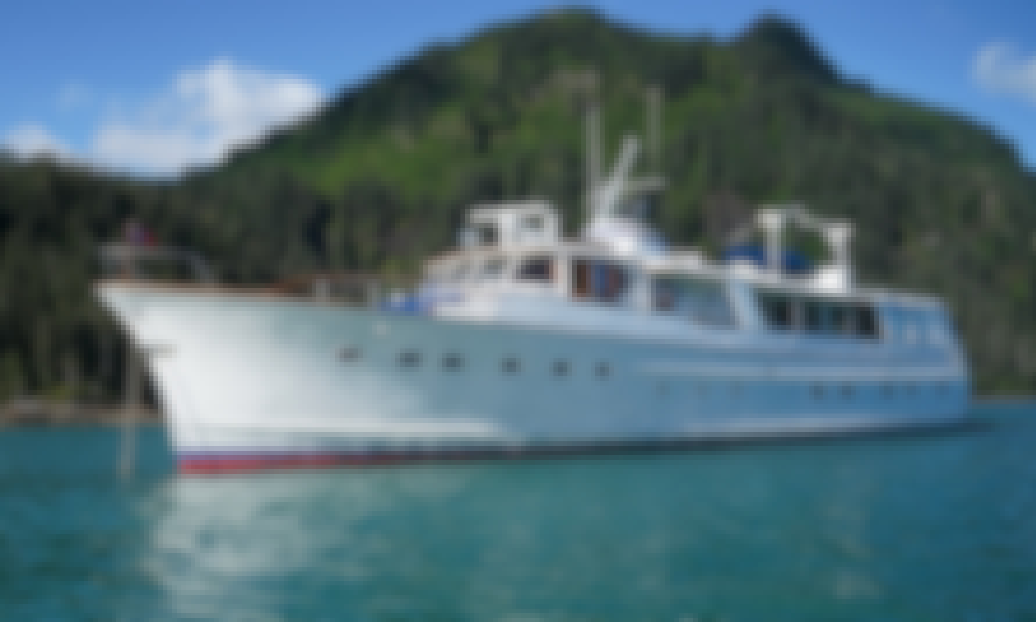 Husky games, sunset cruises and Christmas parades on private yacht