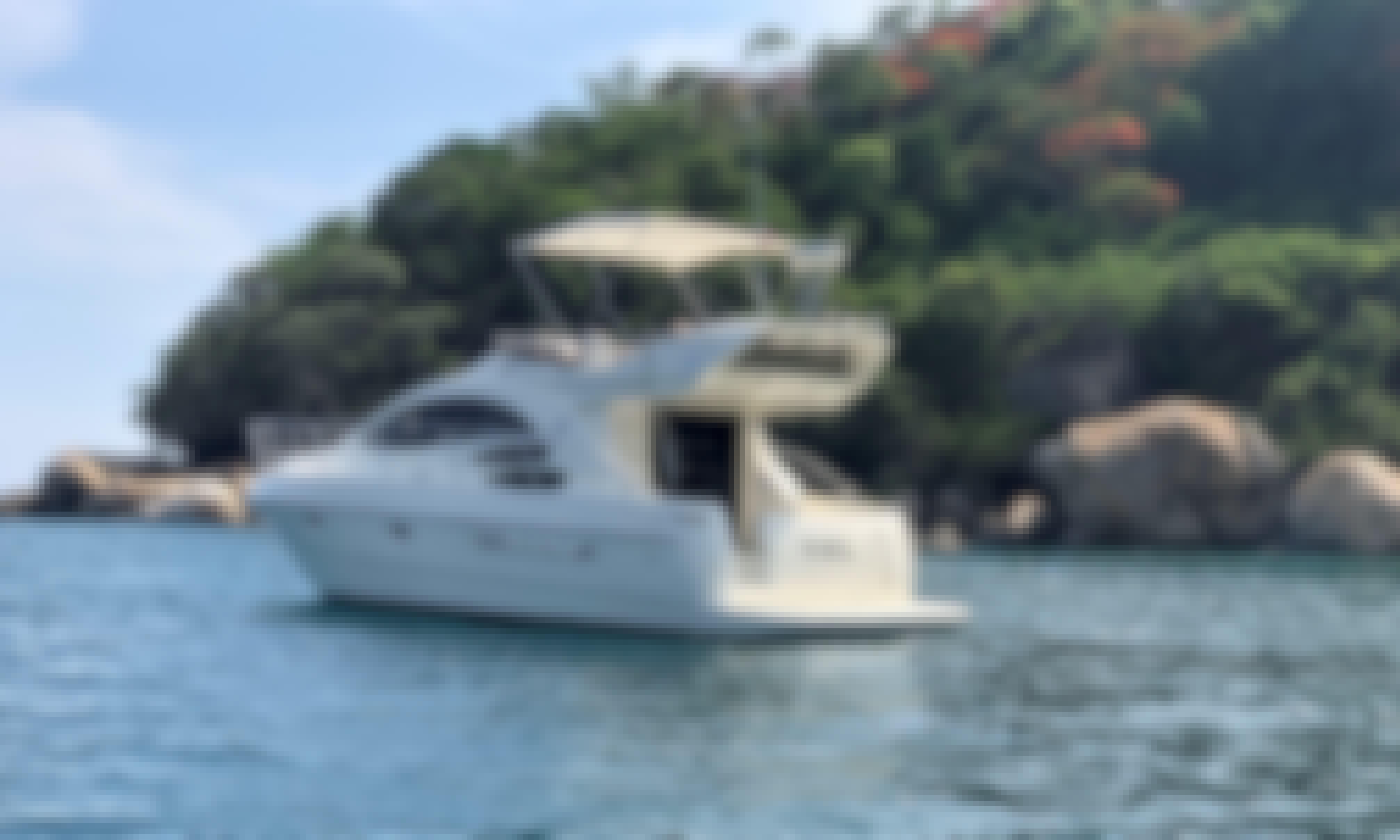Captained Charter on 39' Azimut Motor Yatch in Acapulco de Juárez, Guerrero