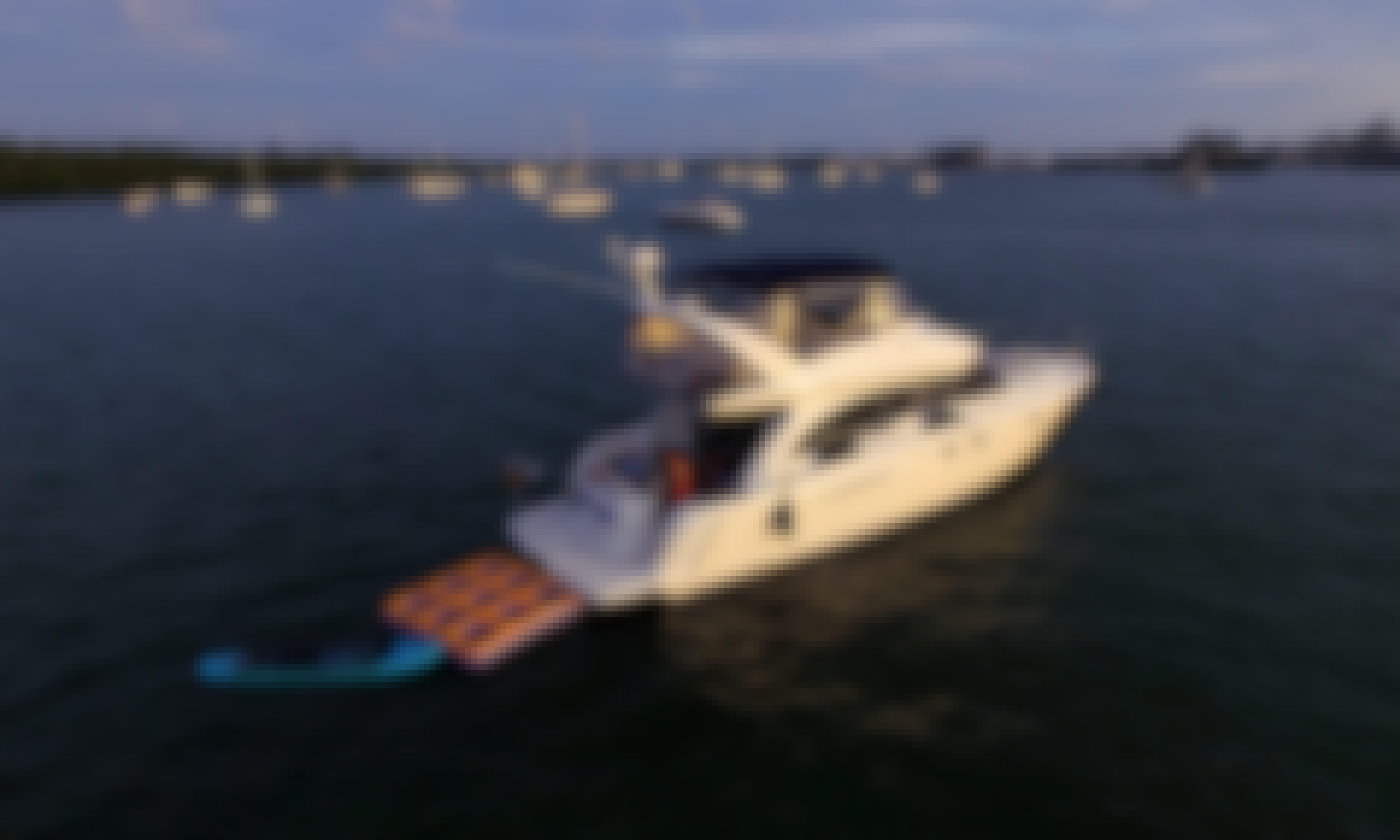 Miami Rental Boats - 43' Meridian w/ FlyBridge & Lots of Water Toys!