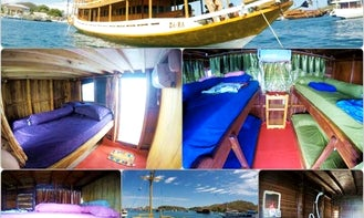 Traditional Wooden Boat Tour for 12 People in Komodo, Indonesia