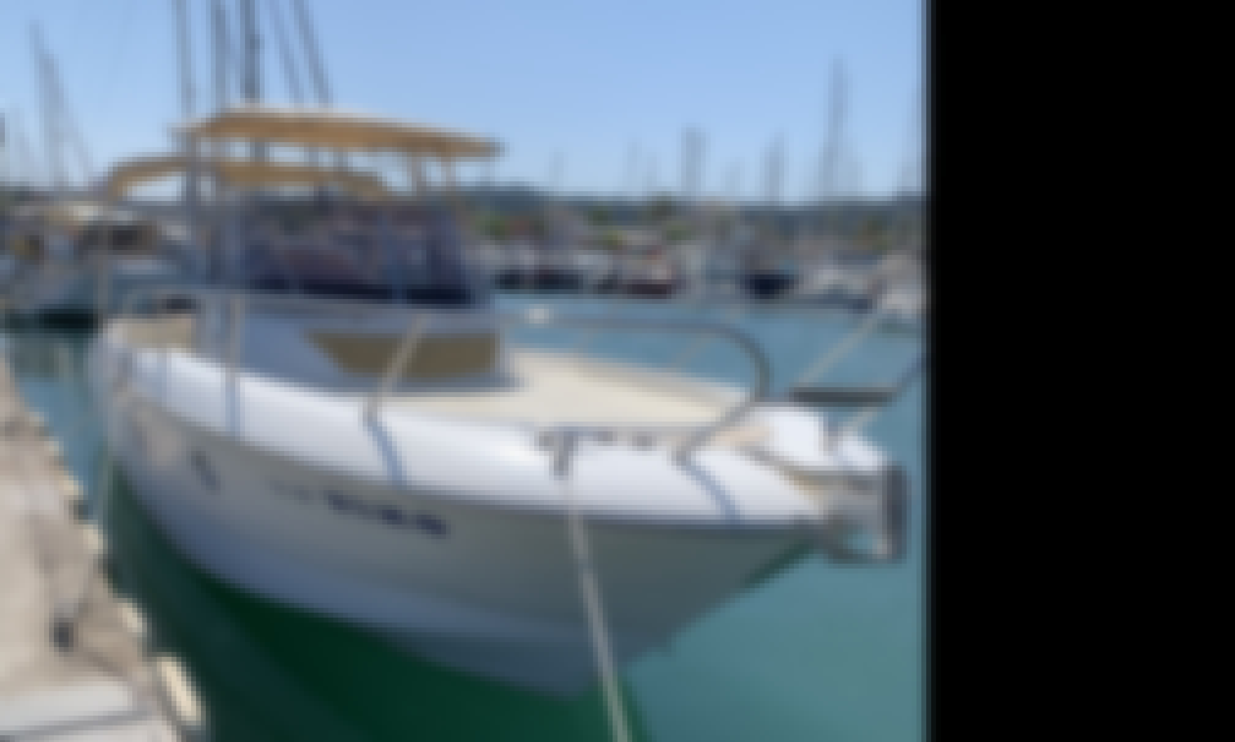 Hire a Sessa Key Largo 28 Cuddy Cabin Yacht for 10 People in Gaios, Greece