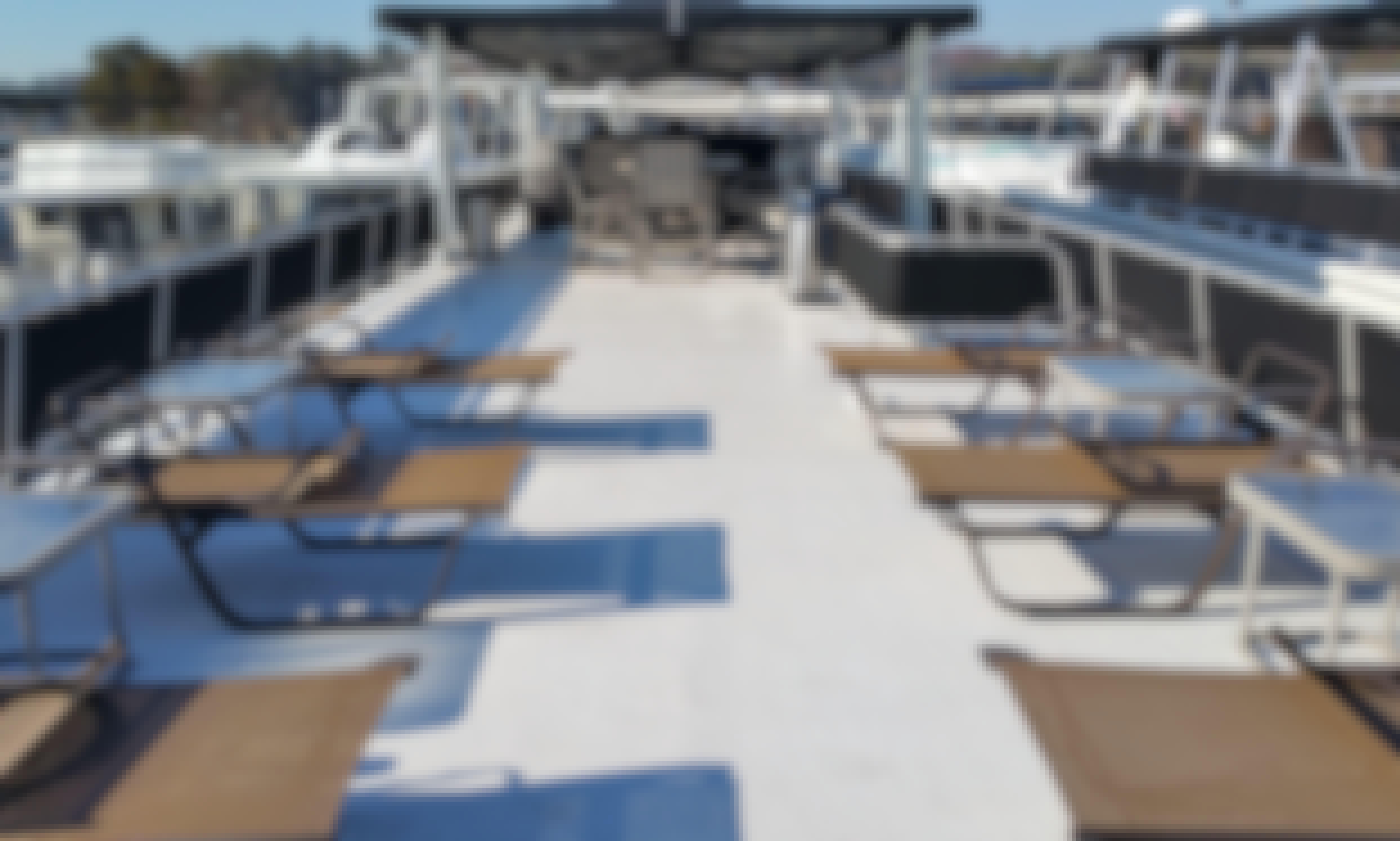 Luxury Stardust Cruiser 70 Houseboat Rental in Buford, Georgia