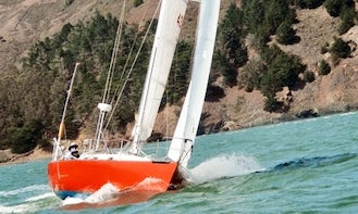 Full-Day Skippered Charter Cruise in San Francisco Bay onboard 35' Vintage Racing Sloop