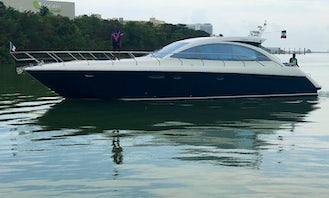 55 ft Luxury Yacht Charter for Up to 16 Guests in Cancún, Mexico
