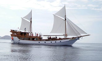 Sailing to Komodo National Park aboard Luxury Phinisi Sailboat