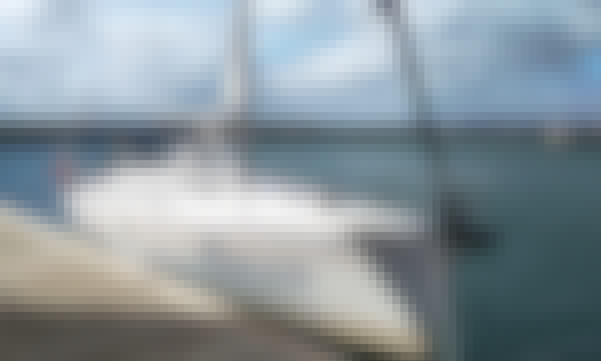 Book the Beneteau Oceanis 39.3 Clipper in Barcelona, Catalunya