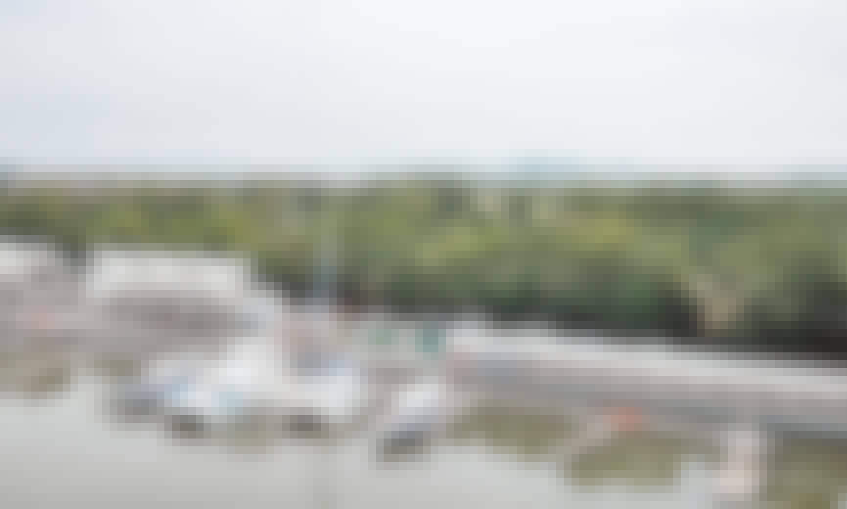 Hire the 33' Fiberglass Speedboat in Tambon Ko Kaeo