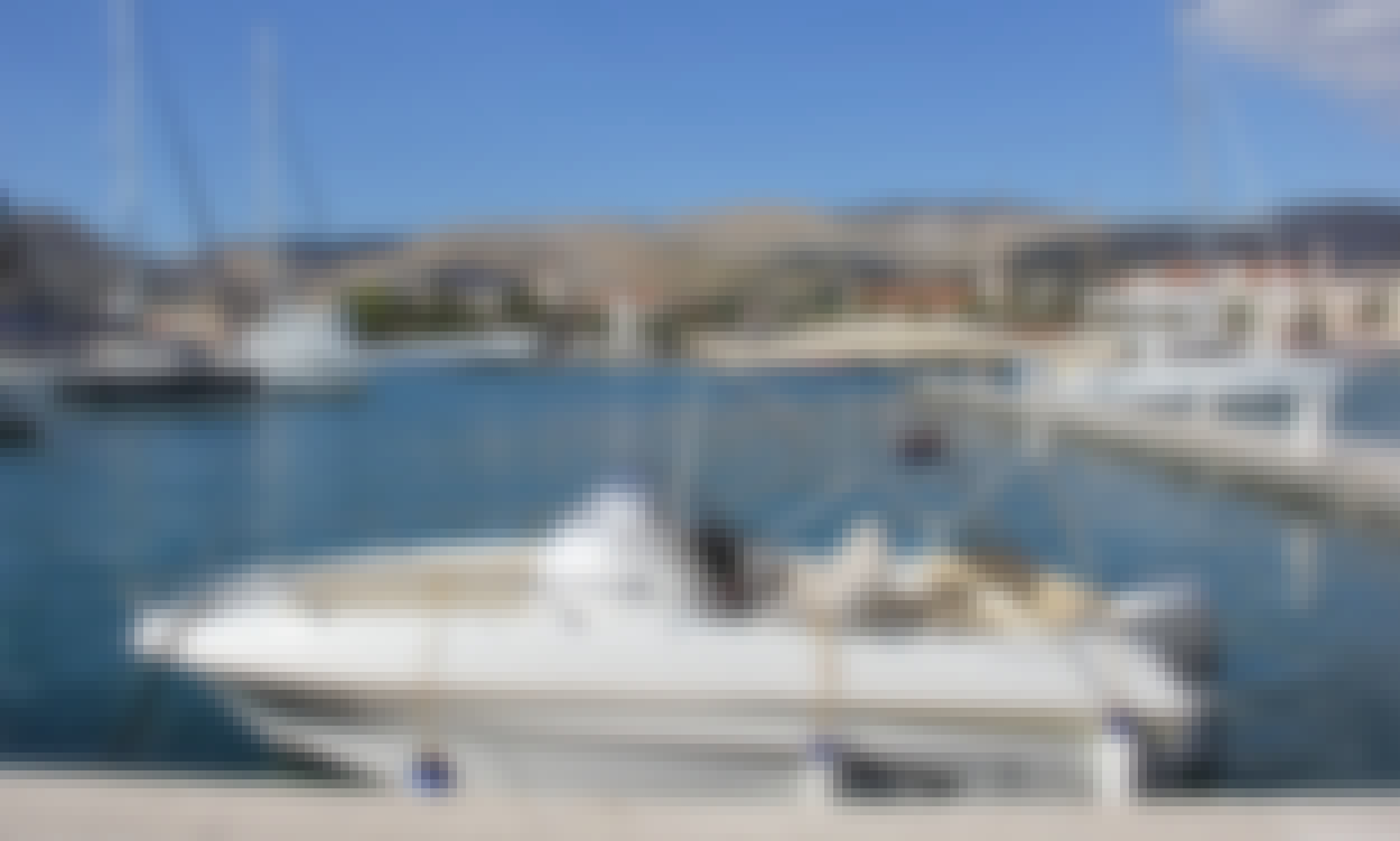 Beneteau Flyer 550 Sun Deck - Rental in Trogir, Croatia - Cuddy Cabin/Walk Around