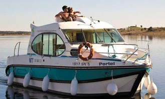 Hire 4 People Duo Canal Boat in Aigues-Mortes - No licence? No experience? No problem!