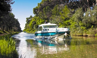 Easy to Drive 44' Octo Canal Boat in Aigues-Mortes, Occitanie