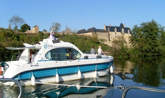 Fantastic 36' Quattro B Canal Boat for rent in Sucé/Erdre, France
