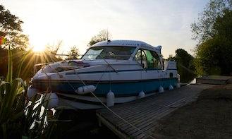 Confort 900 DP Canal Boat Rental in Sucé-sur-Erdre, France