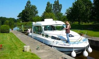 Sedan 1000 Canal Boat Rental in Sucé-sur-Erdre, France