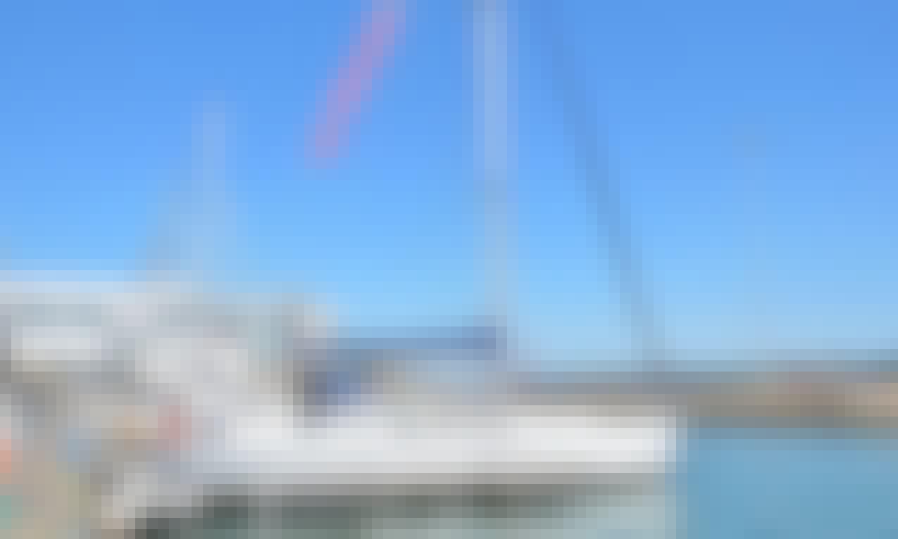 "Charter the ""Diapason""Jeanneau Sun Odyssey 43 in Lisboa, Portugal"
