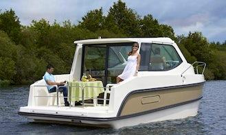Stylish and Self-Drive 26' Sedan Primo Canal Boat in Fürstenberg/Havel