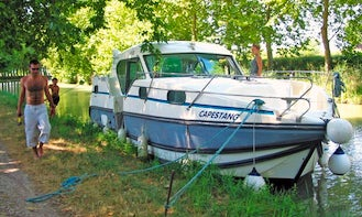 Cruise the River Vilaine to Rennes on Confort 1100 Canal Boat in Glénac