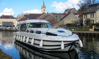 Sedan 1310 Canal Boat for 10 People in Glénac