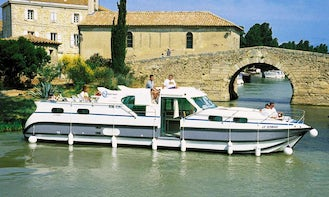 Hire Confort 1350 B Canal Boat with 4 Cabins in Grez-Neuville