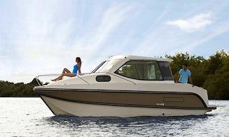 Hire 26' Sedan Primo for 4 People in Grez-Neuville