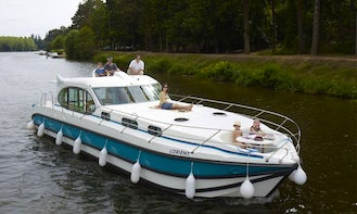 Grab this 44' Sixto Canal Boat for 8 People in Harskirchen