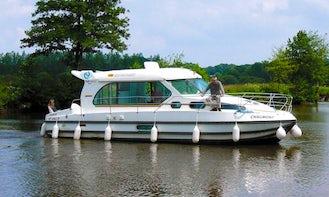 Book the Nicols Sedan 1000 Canal Boat in Port-sur-Saône, France