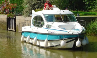 Hire the Duo Canal Boat in  Port Lauragais, France for 4 person!