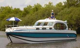 Hire the 2017 Sixto Prestige C Canal Boat in Port Lauragais, France