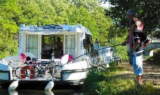 Hire the Sedan 1000 Canal Boat in Lübz, Mecklenburg-Vorpommern