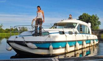 Hire the 38' Sedan 1160 Canal Boat in Lübz, Mecklenburg-Vorpommern