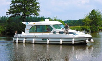 Hire the Sedan 1000 Canal Boat in Port Lauragais, France