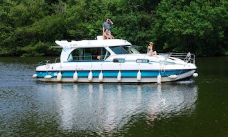 Hire the Sedan 1170 Canal Boat in Port Lauragais, France
