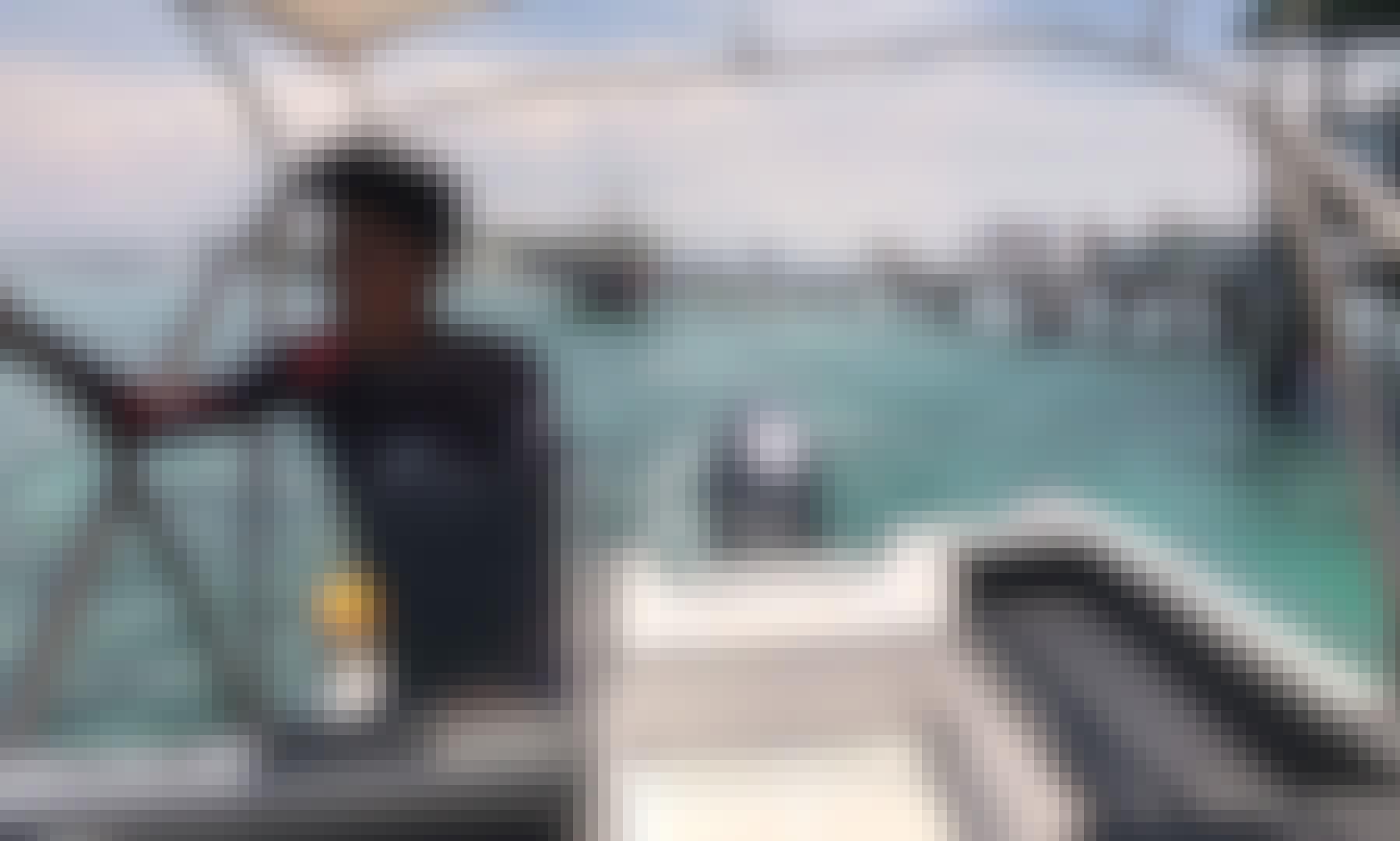 Book the 40' Powerboat for 8 People in Lapu-Lapu City, Mactan