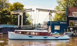 Schollevaar Salon Boat Hire in Amsterdam, Noord-Holland