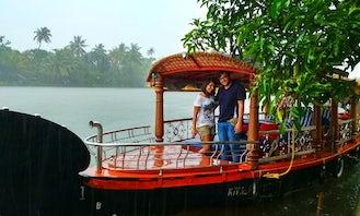 Explore Alleppey Backwaters in Shikara