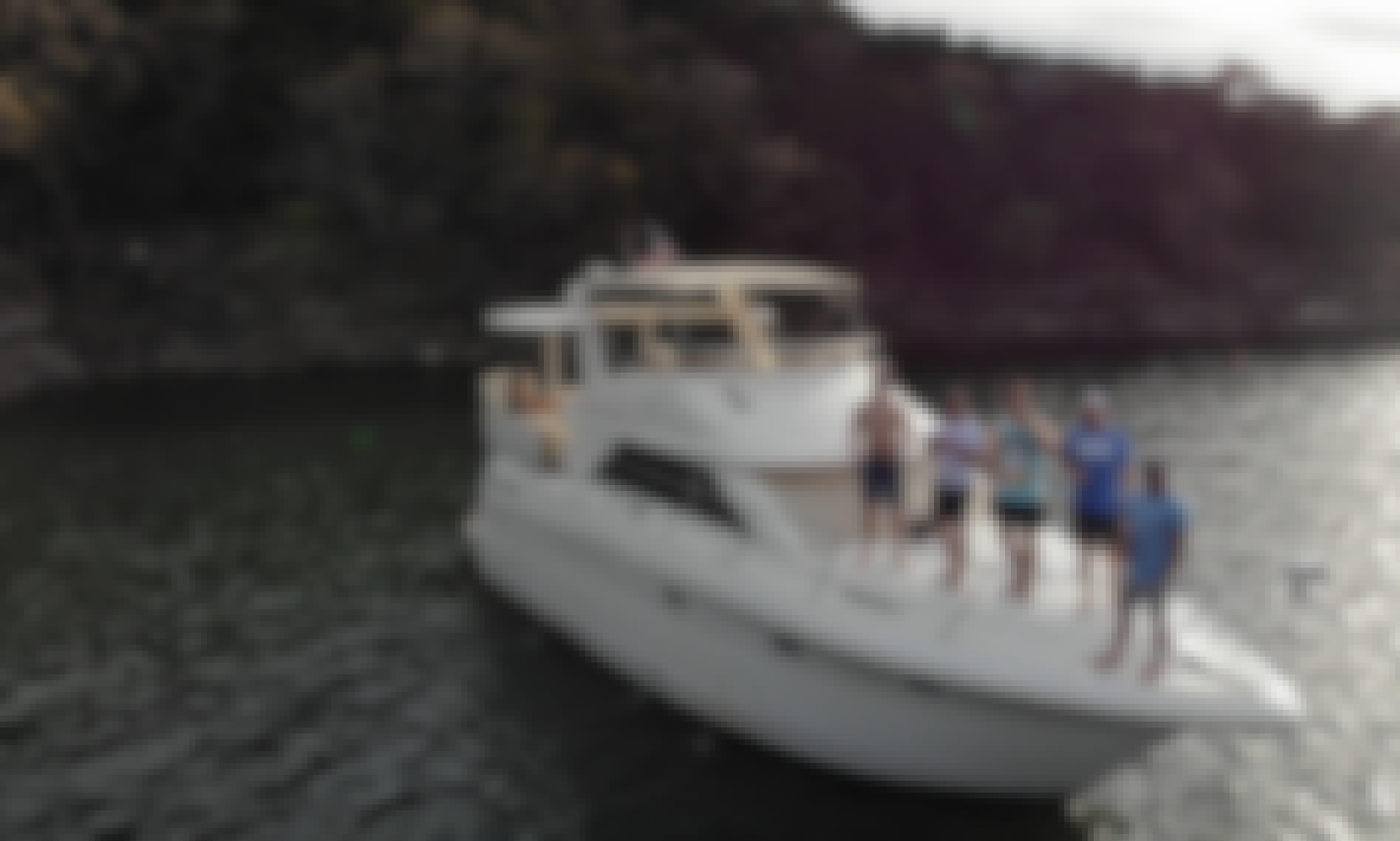 38' Motor Yacht Charter in Austin, Texas
