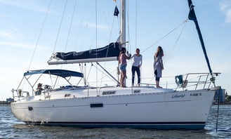 Siteseeing in Style on a Cruising Monohull Yacht in the Charleston Harbor