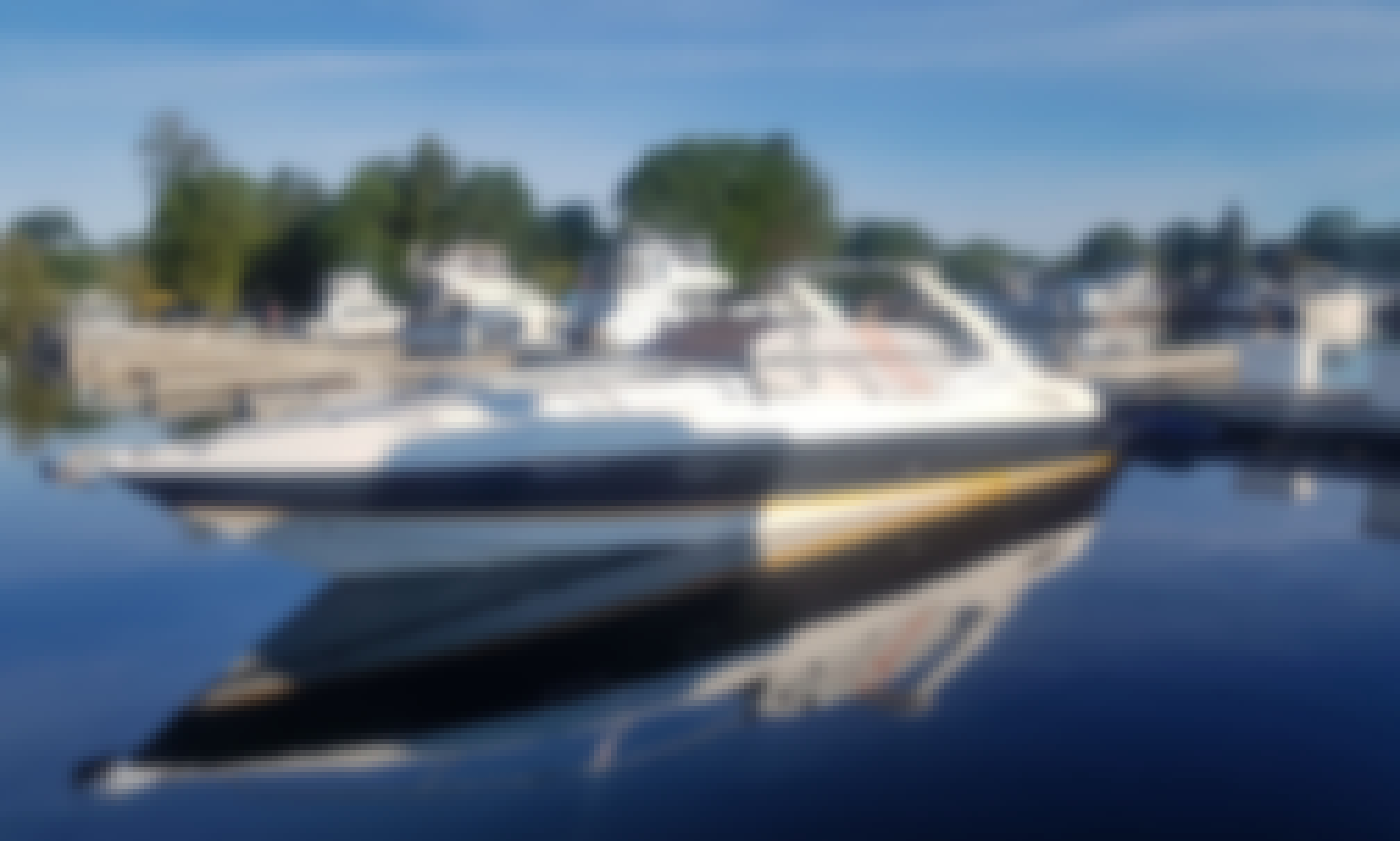 Motor Yacht For Rent In Mississauga, Ontario