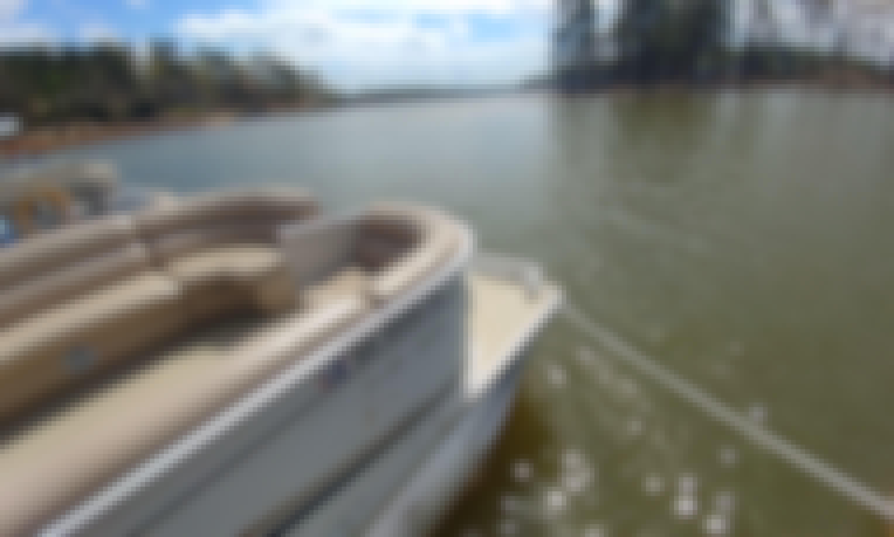 Crest II LE 25' Pontoon Rental on Beautiful Lake Martin