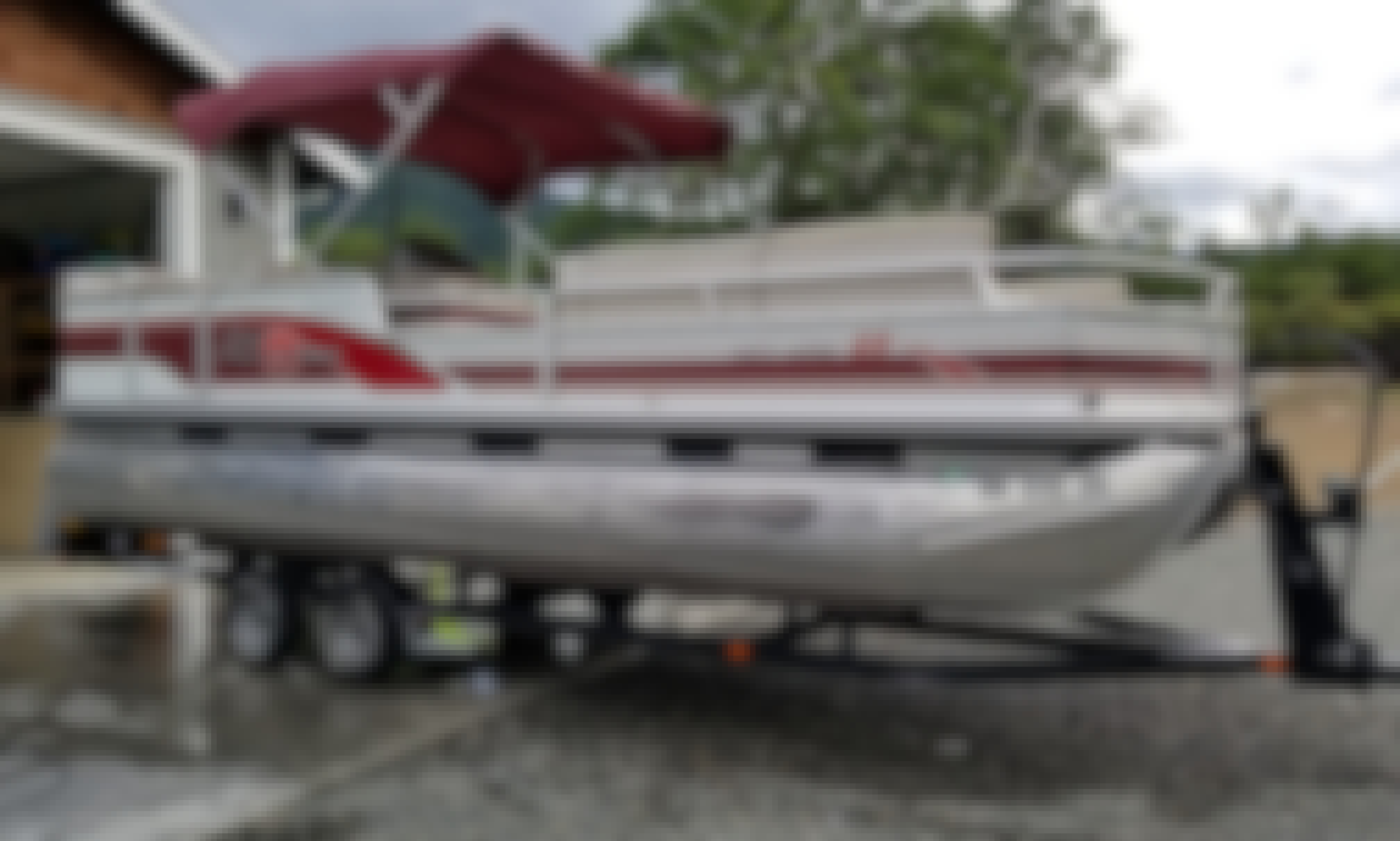Suntracker Party Barge 25' for Rent on Lake Shasta, Lake Siskiyou, and Mccloud Reservoir