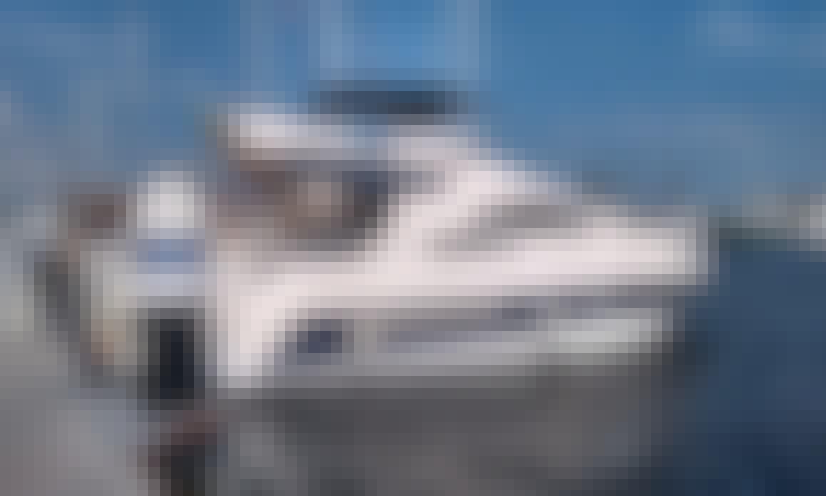 38' Madona Flybridge Azimut Intermarine Motor Yacht Rental in Rio de Janeiro