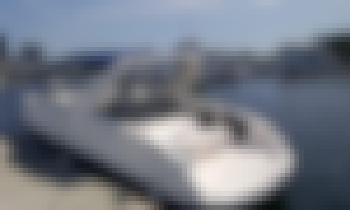 31' Luiza Speedboat Rental in Rio de Janeiro, Brazil